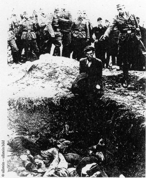 Shooting of Jews by German military officers © by Ullstein Bild